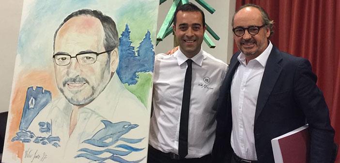 Víctor Jerez pinta en directo en el Colegio Internacional Torrequebrada