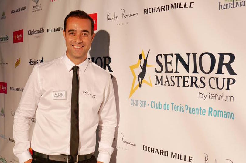 Víctor Jerez deja su sello pintando en directo en el Senior Masters Cup de Marbella gracias a ARK Architects