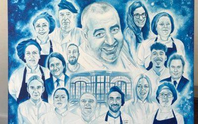 Víctor Jerez dona un cuadro a Universo Santi en nombre de la comunidad knowmad, donde retrata a cada una de las personas que hacen posible este proyecto