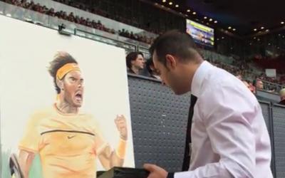 Un artista pinta en directo a Nadal y Murray durante su semifinal en el Torneo de Madrid